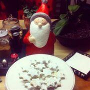 Έφτιαξε τα πρώτα γλυκά για τα Χριστούγεννα!