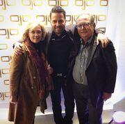 Ηλίας Βρεττός: Δείτε τον τραγουδιστή με τους γονείς του