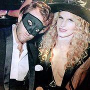 Νιάρχου-Οικονόμου: Ντύθηκαν μασκέ σε φιλανθρωπικό γκαλά για το Halloween