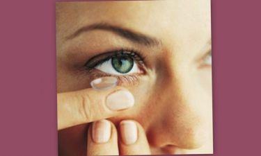 Χρησιμοποιείς φακούς επαφής; Όσα πρέπει να γνωρίζεις για την προστασία των ματιών σου