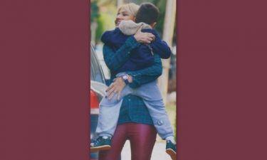 Φαίη Σκορδά: Αγκαλιά με το γιο της