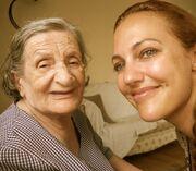 Μεριέμ Ουζερλί: Οι τρυφερές φωτογραφίες με τη γιαγιά της, που κάνουν θραύση στο facebook!