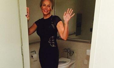 Ποζάρει στο μπάνιο της με το… εσώρουχο κάτω!