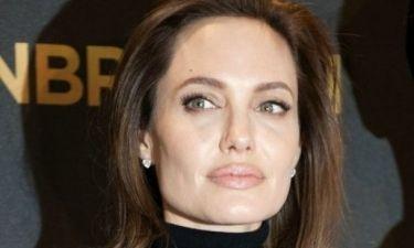 Η Angelina Jolie προκαλεί ξανά με τα πόδια της στο νέο της εξώφυλλο για το Interview