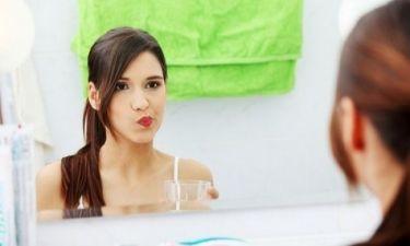 Γιατί μυρίζει το στόμα το πρωί