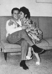 Βουτσάς: «Η Μπρόγιερ έστειλε στην Σπεράντζα προσκλητήριο του γάμου μας και εκείνη έραβε νυφικό για τον γάμο της μαζί μου»