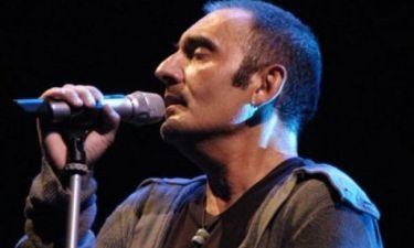 Η σοκαριστική στιγμή που ο τραγουδιστής Giuseppe Mango πεθαίνει πάνω στη σκηνή (video)
