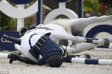 Η Αθηνά Ωνάση τραυματίστηκε μετά από πτώση με το άλογό της σε αγώνες (φωτό)