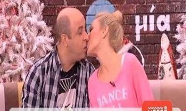 H ερωτική μαντινάδα του Σεφερλή στην Τσαβαλιά και το φιλί on air!