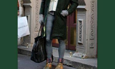 Απίστευτο! Ο μέχρι χθες γόης του Χόλυγουντ εμφανίστηκε με κολάν, τσάντα και παλτό