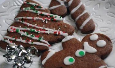 Συνταγή για σοκολατένια χριστουγεννιάτικα μπισκότα με 5 μόνο υλικά!