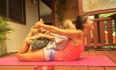 Δείτε πώς βοήθησε η γιόγκα να βρουν ισορροπία μία single μαμά και o 6χρονος γιος της! (εικόνες)