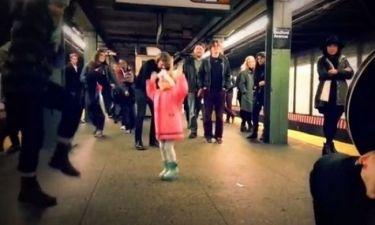Ο χορός της μικρής στο μετρό έγινε viral με 1,3 εκατ. κλικ! (βίντεο)