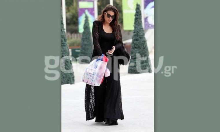 Μαρία Κορινθίου: Για ψώνια με total black look