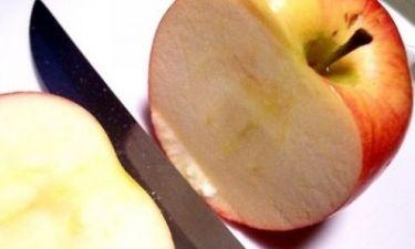 Ο πιο εύκολος τρόπος για να μη μαυρίζουν τα κομμένα μήλα!