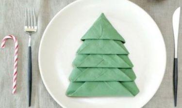 Ο πιο χριστουγεννιάτικος τρόπος για να διπλώσετε τις πετσέτες στο γιορτινό τραπέζι!