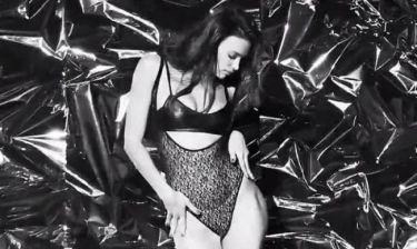 Η Ιρίνα Σάικ σε αισθησιακό στριπτίζ (video+photos)