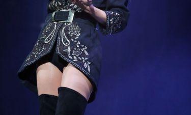 Ουπς! Ξέχασε να φορέσει τη φούστα της!