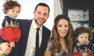 Καλομοίρα: Η οικογενειακή φωτογράφιση στο στολισμένο σπίτι της