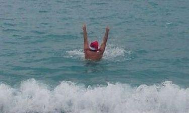 Έλληνας παρουσιαστής βούτηξε πρωτοχρονιάτικα στη θάλασσα!