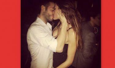 Αυτά είναι τα πρώτα καυτά φιλιά στην ελληνική showbiz!