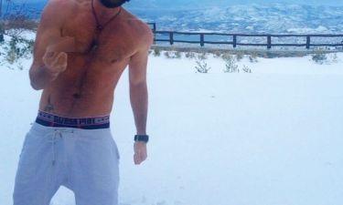 Ημίγυμνος στα χιόνια ο…