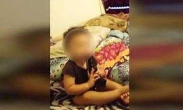 ΗΠΑ: Σοκαριστικό βίντεο με μωρό 12 μηνών που παίζει με όπλο