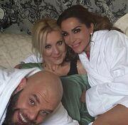 Δείτε την Δέσποινα Βανδή με μπουρνούζι στο κρεβάτι!