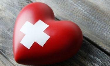 Τι κάνουμε αν κάποιος υποστεί καρδιακή προσβολή (βίντεο)