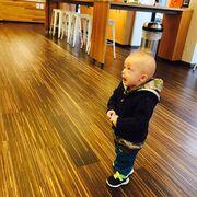 Ο μικρός Νινίκος στην Κυριακάτική του βόλτα!