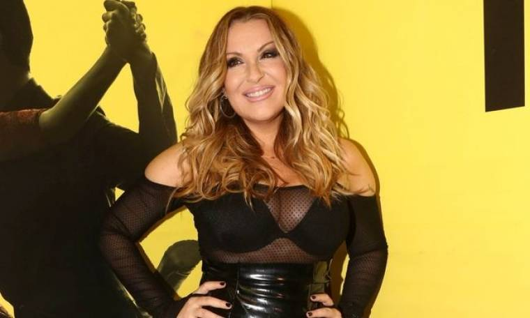 Γερμανού: Με oversized πουκάμισο και μαύρα εσώρουχα στο κρεβάτι της!
