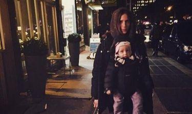 Σοφία Καρβέλα: Βραδινή βόλτα με τον Νινίκο!