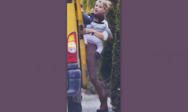 Φαίη Σκορδά: Αγκαλιά με το μικρότερο γιο της