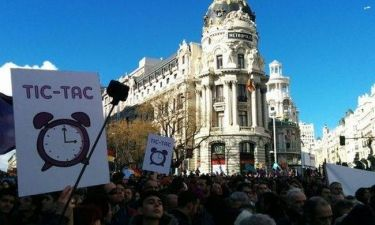 Οι Podemos κατέκλυσαν τη Μαδρίτη- Ελληνικές σημαίες κρατούν οι διαδηλωτές (pics&vid)