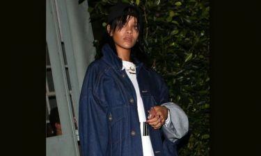 Βρε Rihanna, μήπως το παράκανες με το denim jacket που επέλεξες;