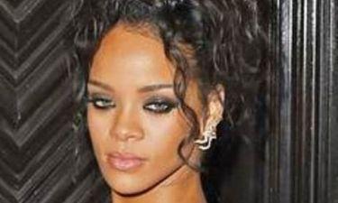 Rihanna… υποκλινόμαστε! Η σταρ έχει βάλει τα δυο πόδια του DiCaprio σε ένα... παπούτσι!