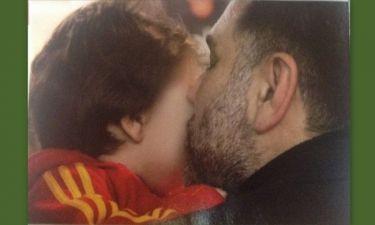 Γρηγόρης Αρναούτογλου: Το τρυφερό φιλί στον γιο του