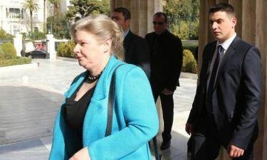 Δείτε τι έκανε η Ζαρούλια κατά την ομιλία Τσίπρα στη Βουλή (pics)