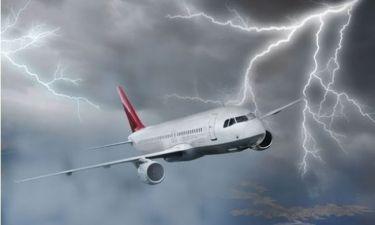 Ώρες τρόμου για Έλληνα τραγουδιστή σε αεροπλάνο πάνω από τη Σαντορίνη (Nassos blog)