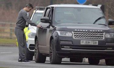 Γυναίκα αστυνομικός σταμάτησε για έλεγχο τον Φαν Πέρσι (photos)