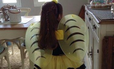 Μελισσούλα ντύθηκε η κόρη της…