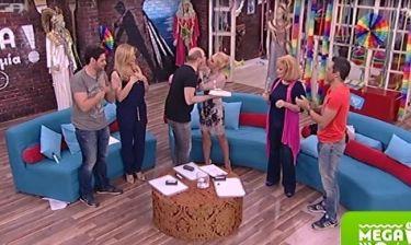 Η έκπληξη on air στην Τσαβαλιά και το τρυφερό φιλί του Μάρκου στη γυναίκα του!