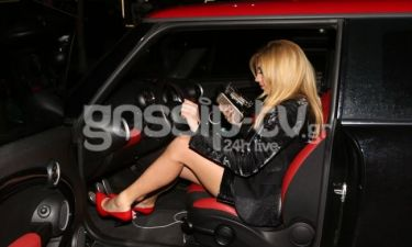 Κωνσταντίνα Σπυροπούλου: Ασορτί το ντύσιμο με το αυτοκίνητο!