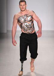Μία ιδιαίτερη επίδειξη μόδας με μοντέλα με κινητικά προβλήματα