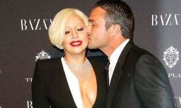 Το κρυφό μήνυμα στο πανάκριβο μονόπετρο της Lady Gaga!