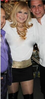 Άννα Φόνσου: Αποκαλύπτει τον λόγο που φορά μίνι!