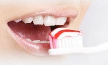 Οδοντόκρεμα για όλες τις... χρήσεις: Δείτε πού χρησιμεύει και πώς!
