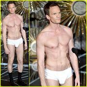 Και όμως! Ο παρουσιαστής των Oscars έμεινε με το εσώρουχο στη σκηνή! (φωτό)