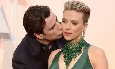 Πολύ γέλιο! Το φιλί του Travolta στην Johansson είχε ως αποτέλεσμα να…