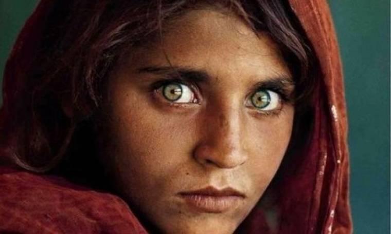 Δείτε πώς είναι σήμερα το κορίτσι από το Αφγανιστάν με τα διασημότερα μάτια